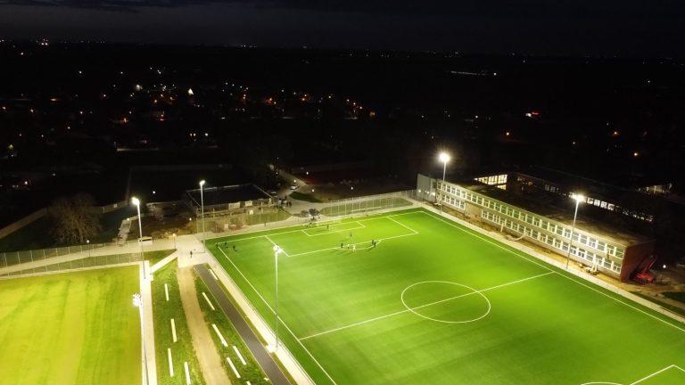 Integrativer Sportpark Höngen Flutlicht01