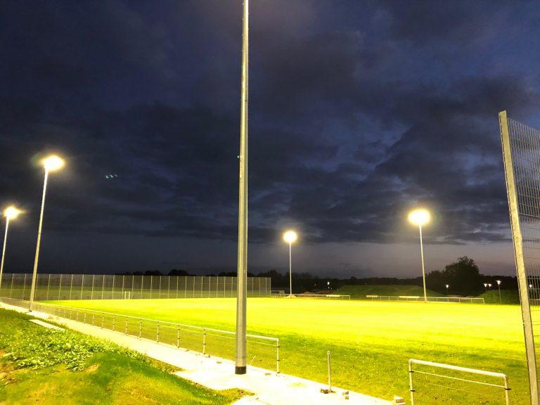 Integrativer Sportpark Höngen Flutlicht02